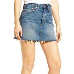 ✨Levi's Deconstructed Denim Mini Skirt sz Small